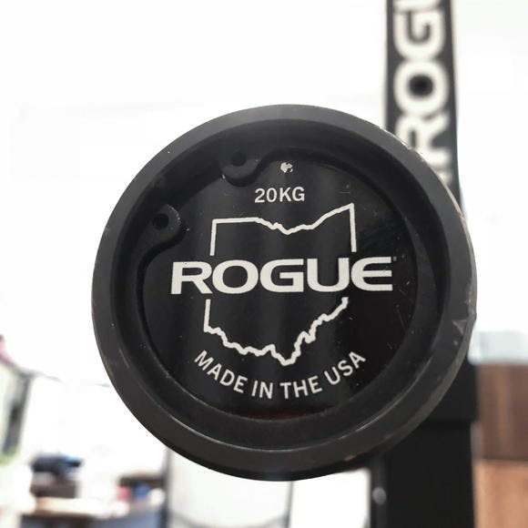 Rogue スクワットスタンドとオリンピックバーベルシャフト